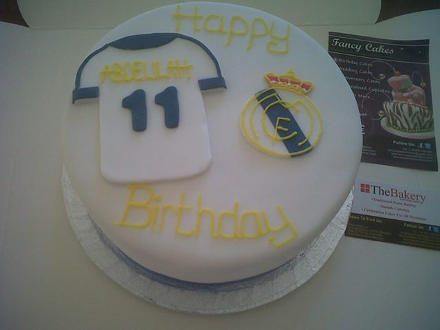 Peachy Real Madrid Football Cake Fancycakesbenidorm Funny Birthday Cards Online Elaedamsfinfo